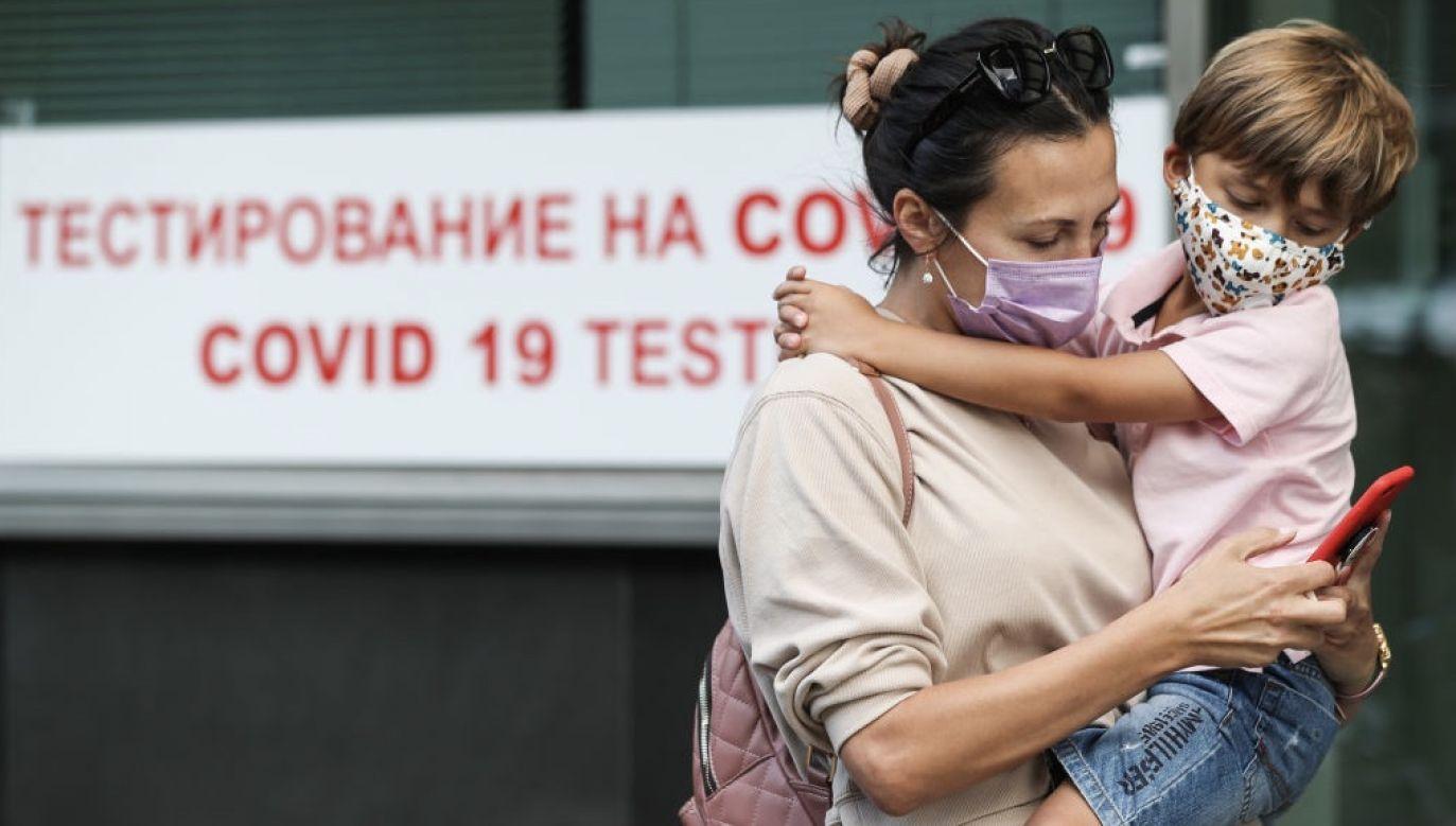 W raporcie omówiono m.in. działalność powiązanych z Kremlem informacyjnych stron internetowych (fot. Alexander Shcherbak\TASS via Getty Images)