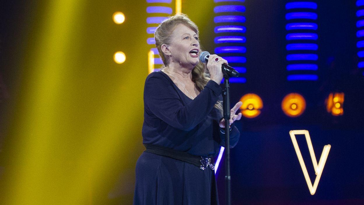 """Piosenkę """"Kasztany"""" wykonała Teresa Kuczera, miłośniczka wschodnich, lwowskich piosenek (fot. TVP)"""