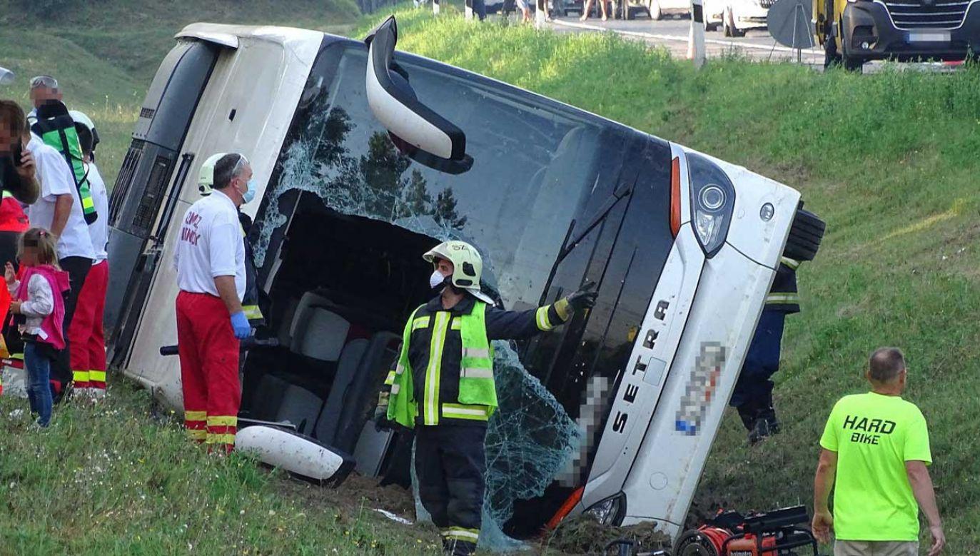 W wypadku polskiego autokaru na Węgrzech zmarła jedna osoba (fot. PAP/EPA/Ferenc Donka