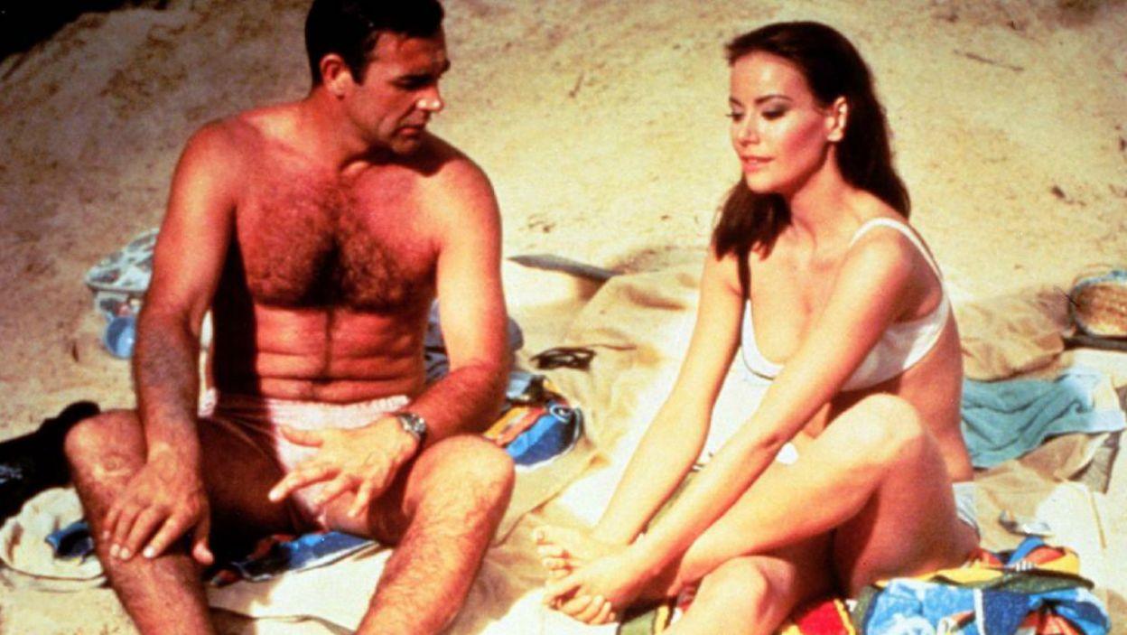 """Na planie """"Operacji Piorun"""" (1965 r.) kolejny raz udowodnił, że idealnie pasuje do roli Bonda (fot. TVP)"""