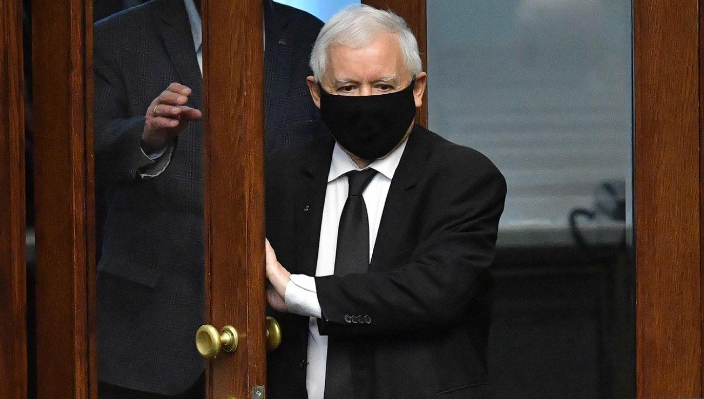 Jakie poparcie ma partia Jarosława Kaczyńskiego? (fot. PAP/Radek Pietruszka)