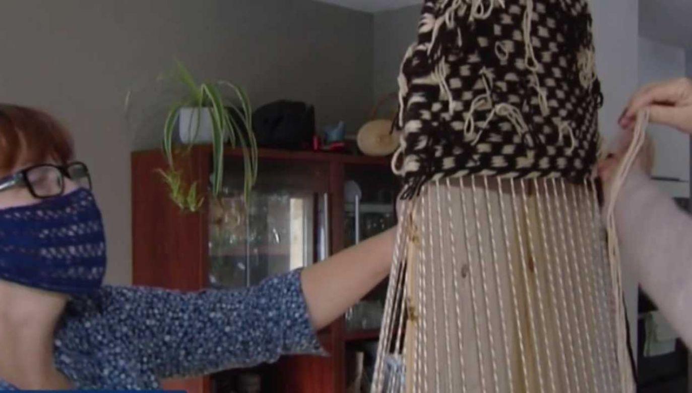 Rękawice furmańskie wykonuje się od stuleci (fot. TVP1)