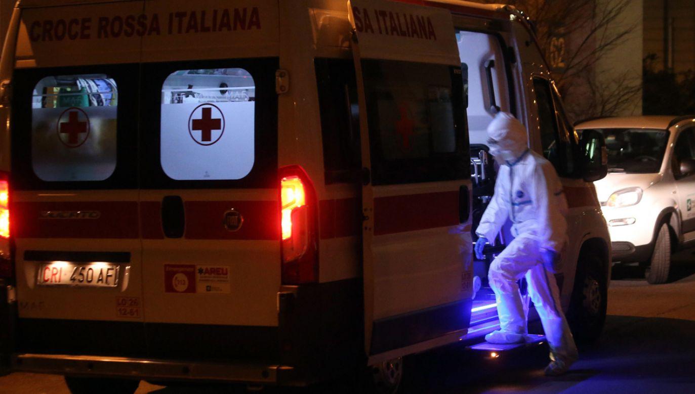 Do 16 wzrosła w piątek liczba potwierdzonych przypadków koronawirusa na północy Włoch   (fot. PAP/EPA/MATTEO BAZZI)