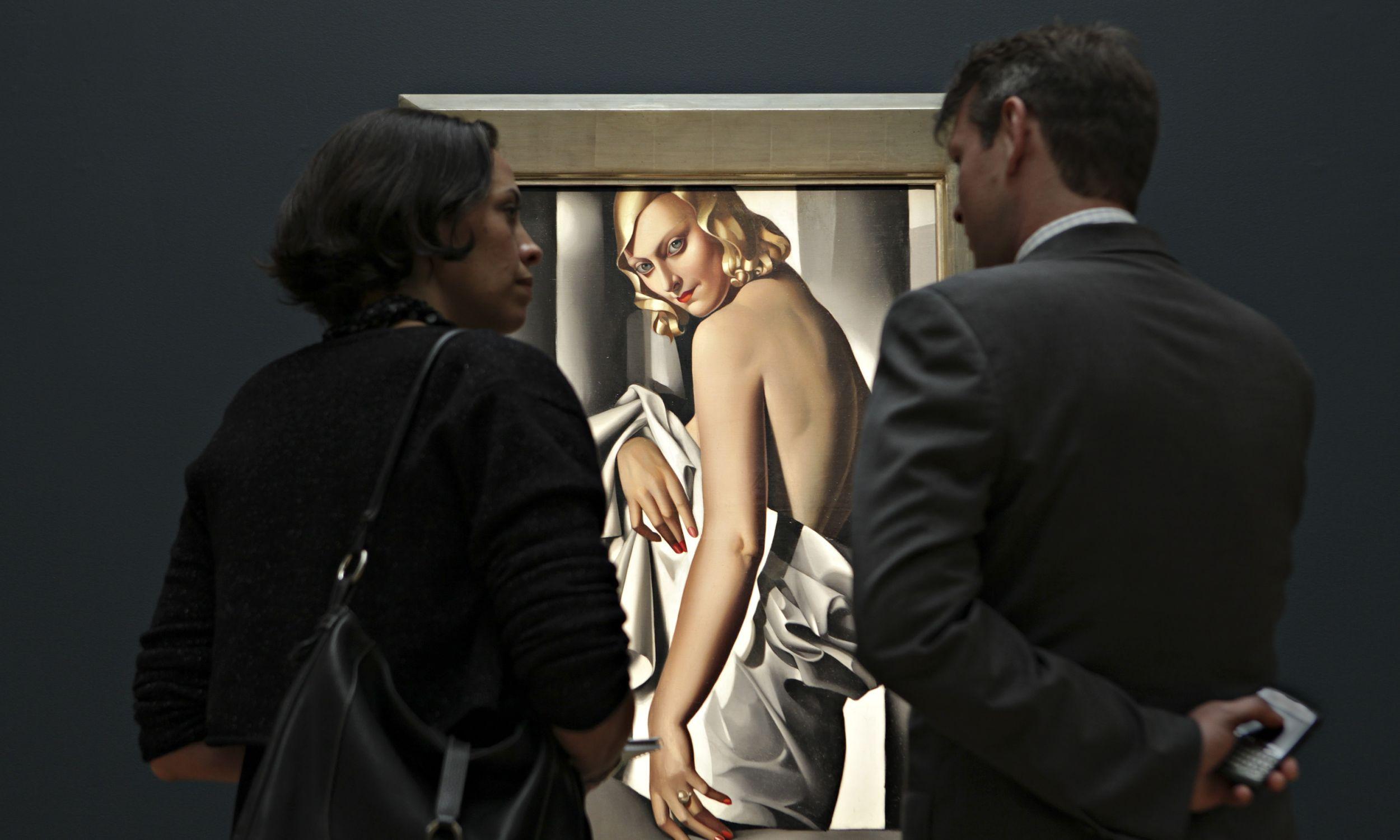 """""""Portret Marjorie Ferry"""" pędzla Tamary Łempickiej zmienił właściciela za aż 82 mln złotych (w przeliczeniu). Fot. Daniel Acker/Bloomberg via Getty Images"""
