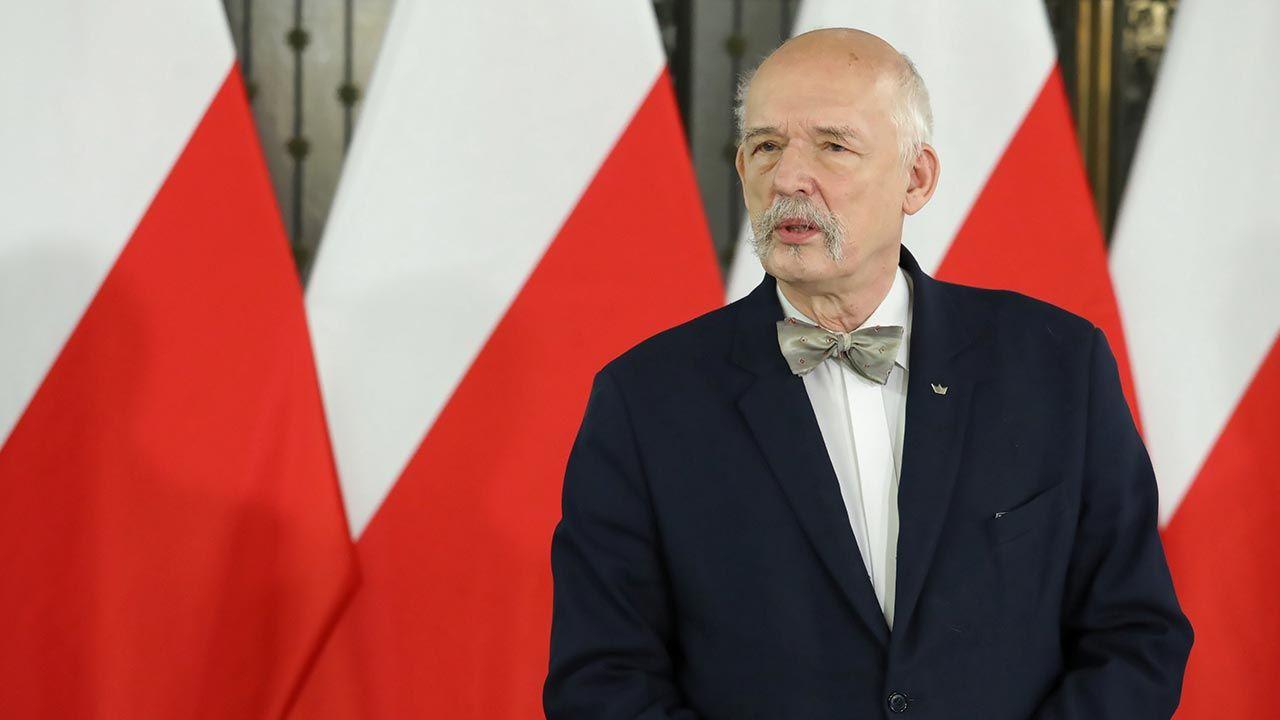 """Janusz Korwin-Mikke o programie """"Polska na nowo"""" Konfederacji (fot. PAP/Tomasz Gzell)"""