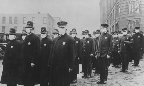 Policjanci w maskach w Seattle w 1918 roku. Fot. Time Life Pictures/National Archives/The LIFE Picture Collection via Getty Images