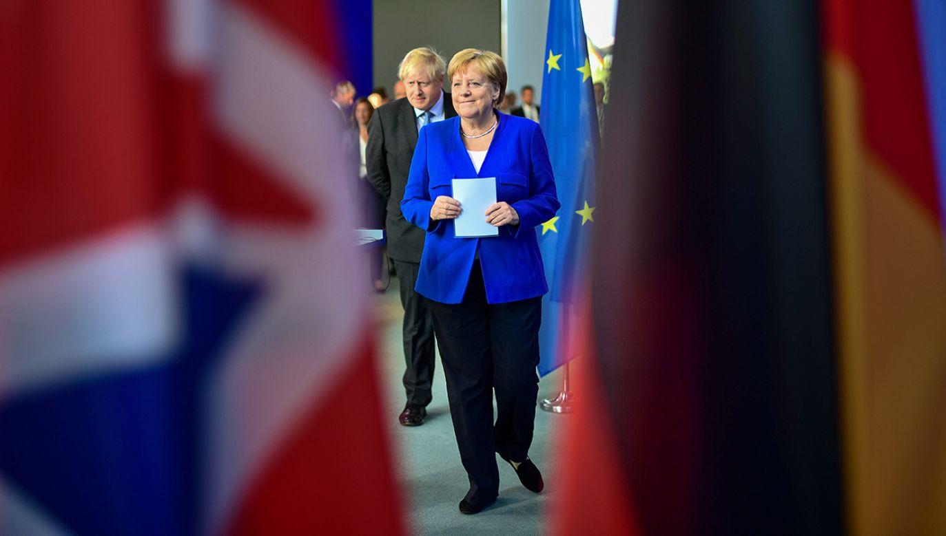 Kanclerz Angela Merkel spotkała się w Berlinie  z premierem Wielkiej Brytanii Borisem Johnsonem (fot. PAP/EPA/CLEMENS BILAN)