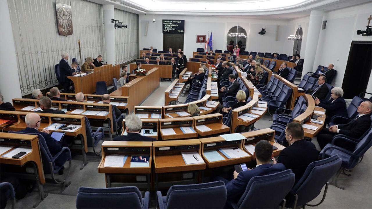 Ustawa została przyjęta w nocy ze środy na czwartek (fot. PAP/Tomasz Gzell)