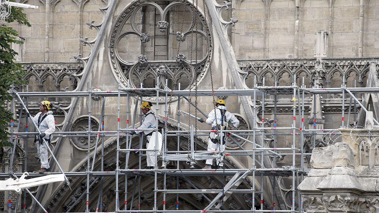 Fundacja Notre-Dame na renowację paryskiej katedry do tej pory otrzymała około 15,7 milionów euro (fot. Chesnot/Getty Images)