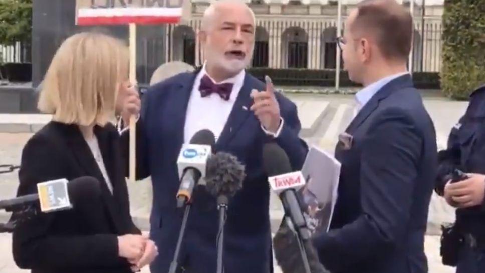 – Wy chcecie zniszczyć Polskę, sprzedać Polskę Ruskim – mówił mężczyzna (fot. Twitter/@m_bielecki_)