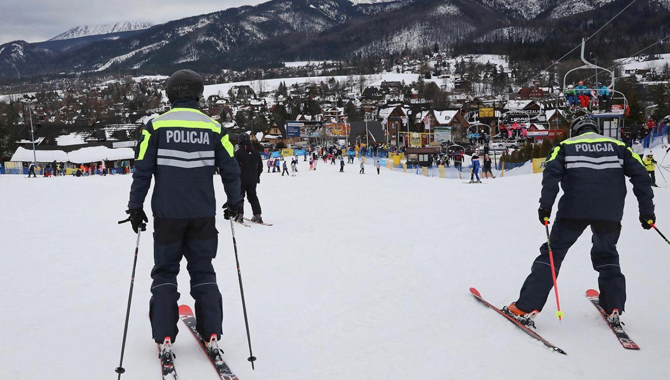 Policjanci będą sprawdzali m.in., czy dzieci jeżdżą w kaskach (fot. PAP/Grzegorz Momot)