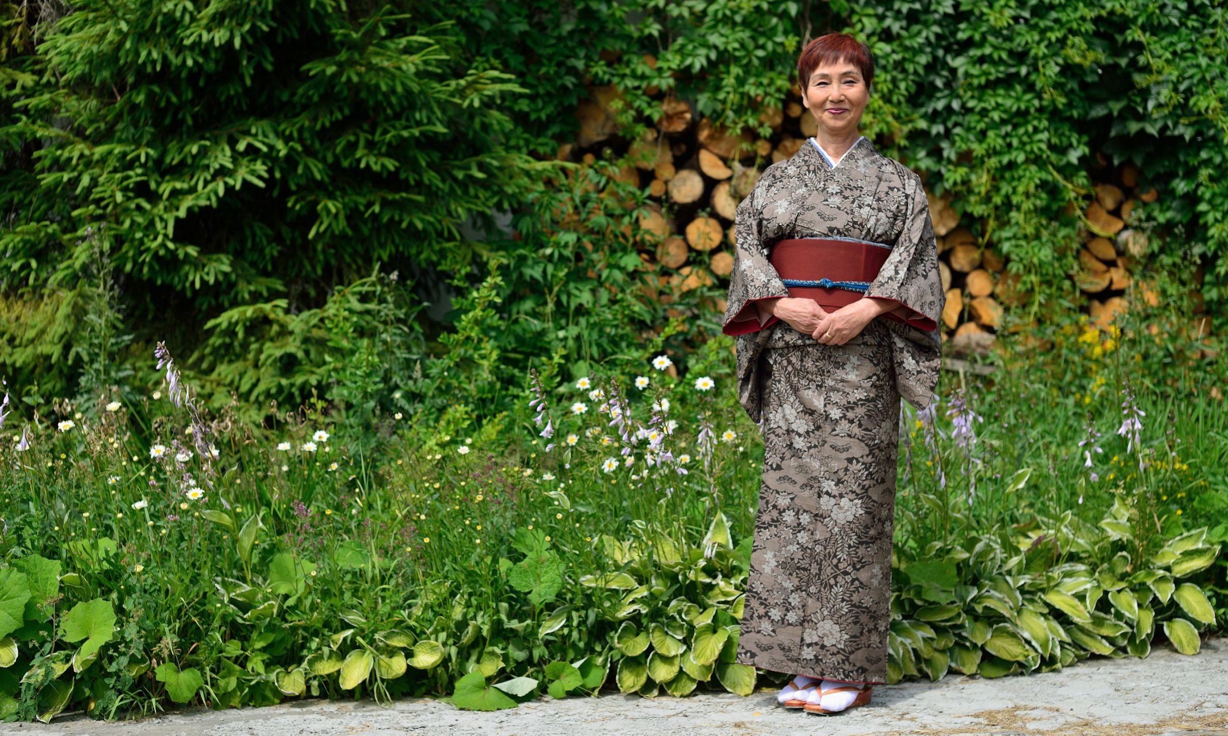 Akiko Miwa przed domem. Fot. Grzegorz Gaj