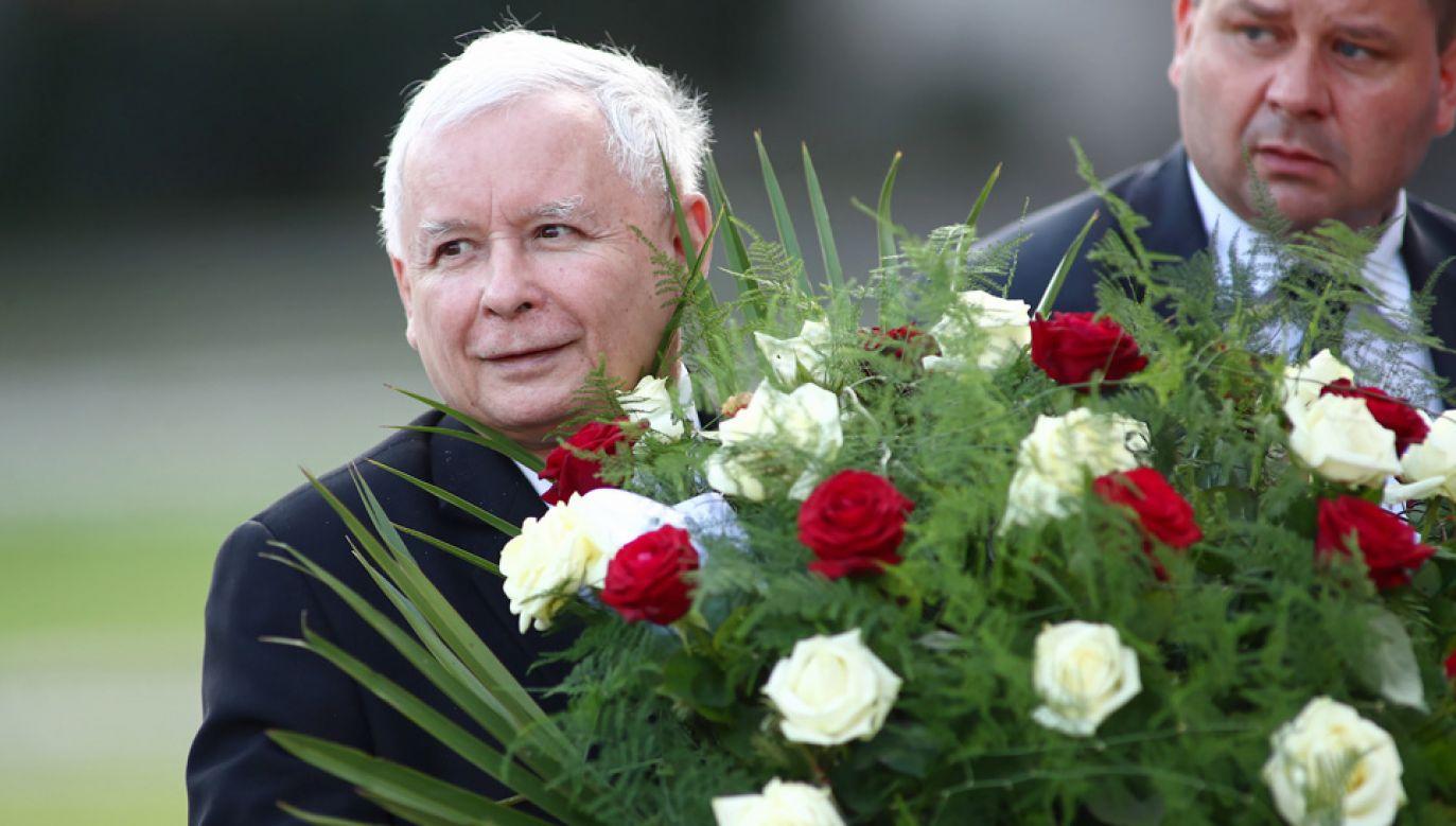 Jarosław Kaczyński odwiedza grób pary prezydenckiej 18. dnia każdego miesiąca (fot. arch.PAP/Łukasz Gągulski)