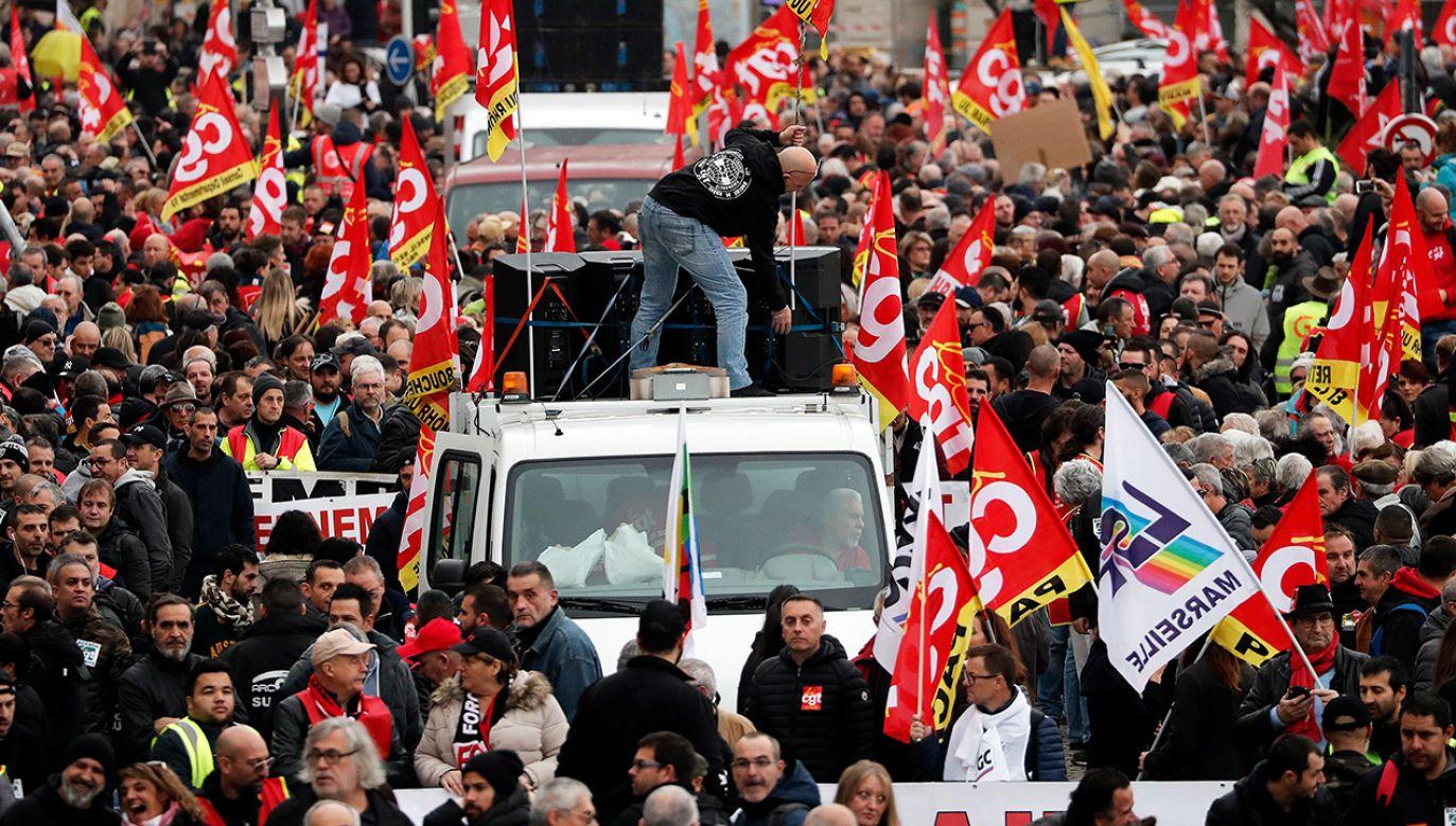 Strajk przeciwko reformie emerytalnej (fot. PAP/EPA/GUILLAUME HORCAJUELO)