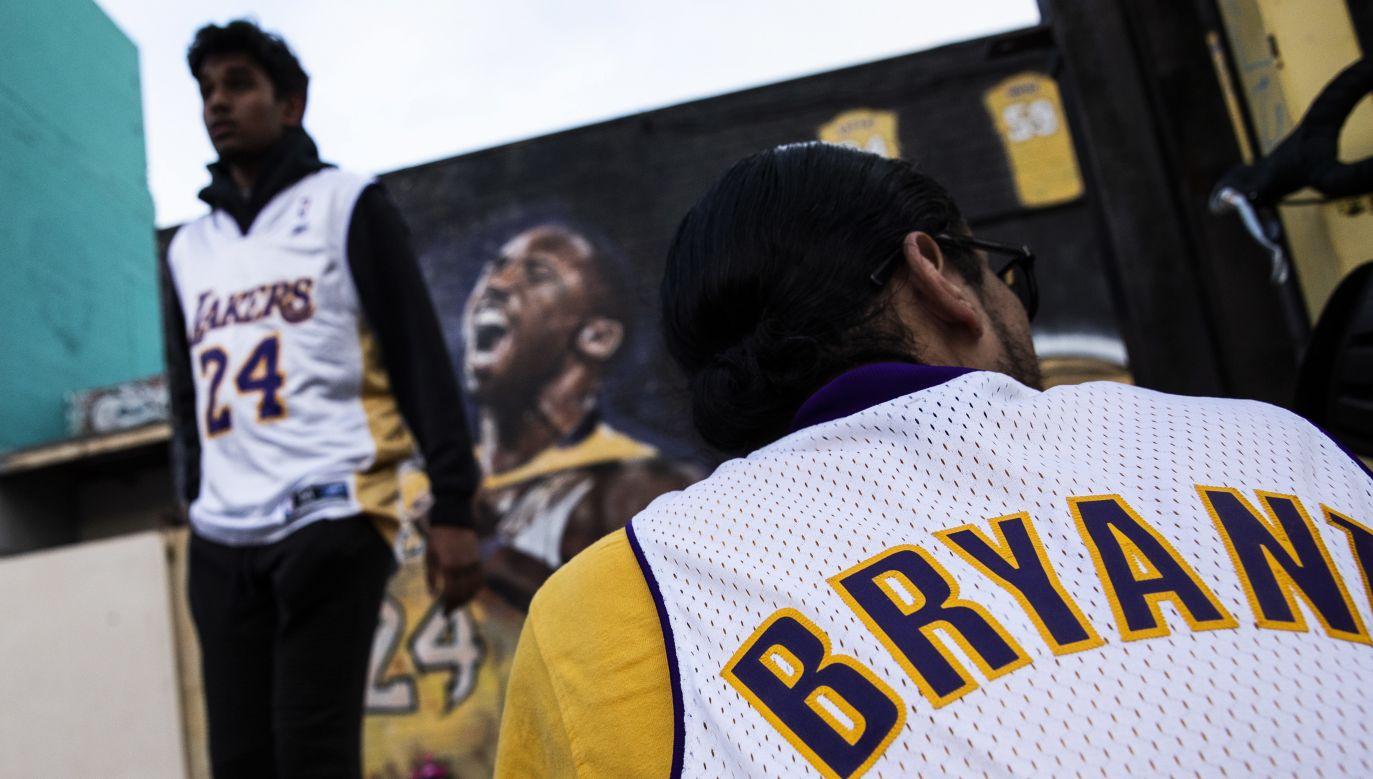 """Zaledwie kilka tygodni dzieliło świat od premiery nowej linii odzieży """"Kobe 5 Protro"""" firmowanej przez koszykarza (fot. PAP/EPA/ETIENNE LAURENT)"""