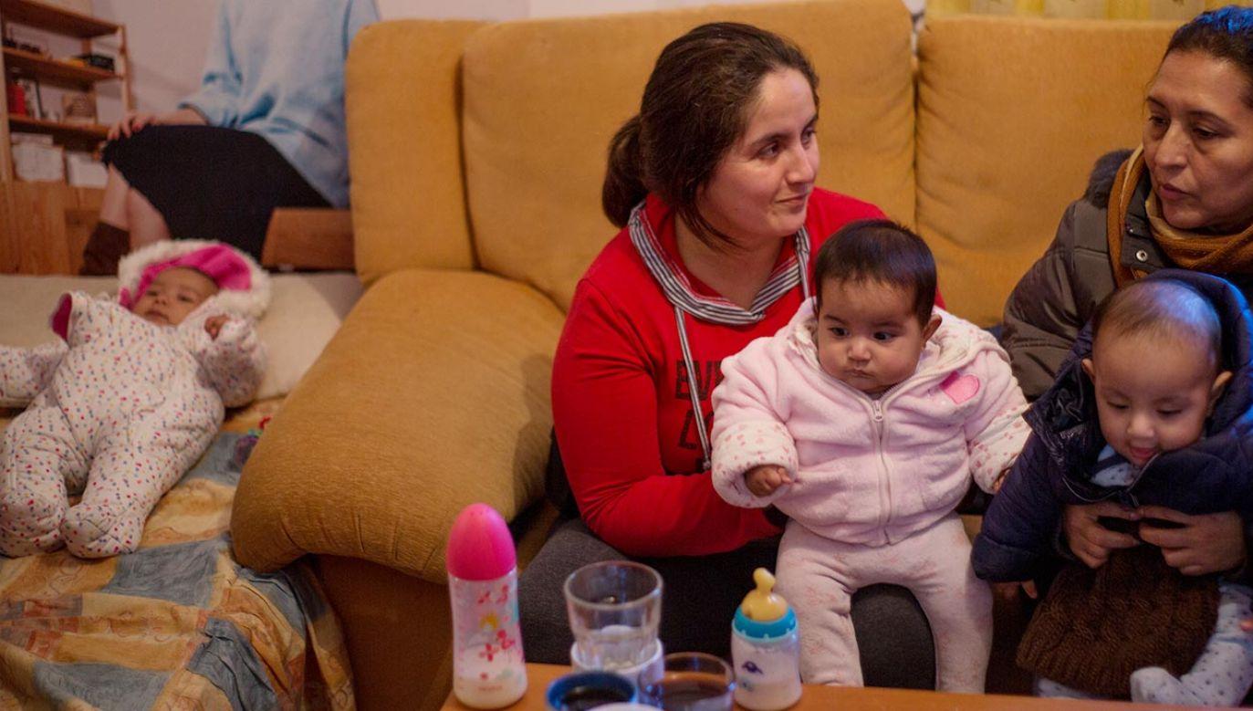 W Hiszpanii najbardziej narażone na biedę są rodziny z dziećmi (fot. Shutterstock)