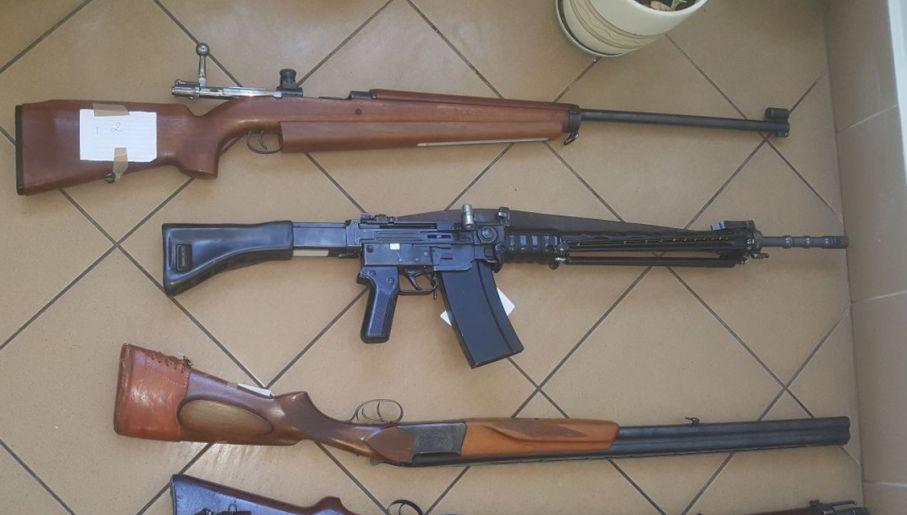 Broń zabezpieczona przez policjantów (fot. CBŚP)