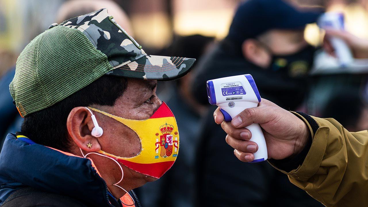 Ministerstwo zdrowia Hiszpanii potwierdziło 4,21 mln zachorowań na COVID-19 (fot. Marcos del Mazo/LightRocket via Getty Images)