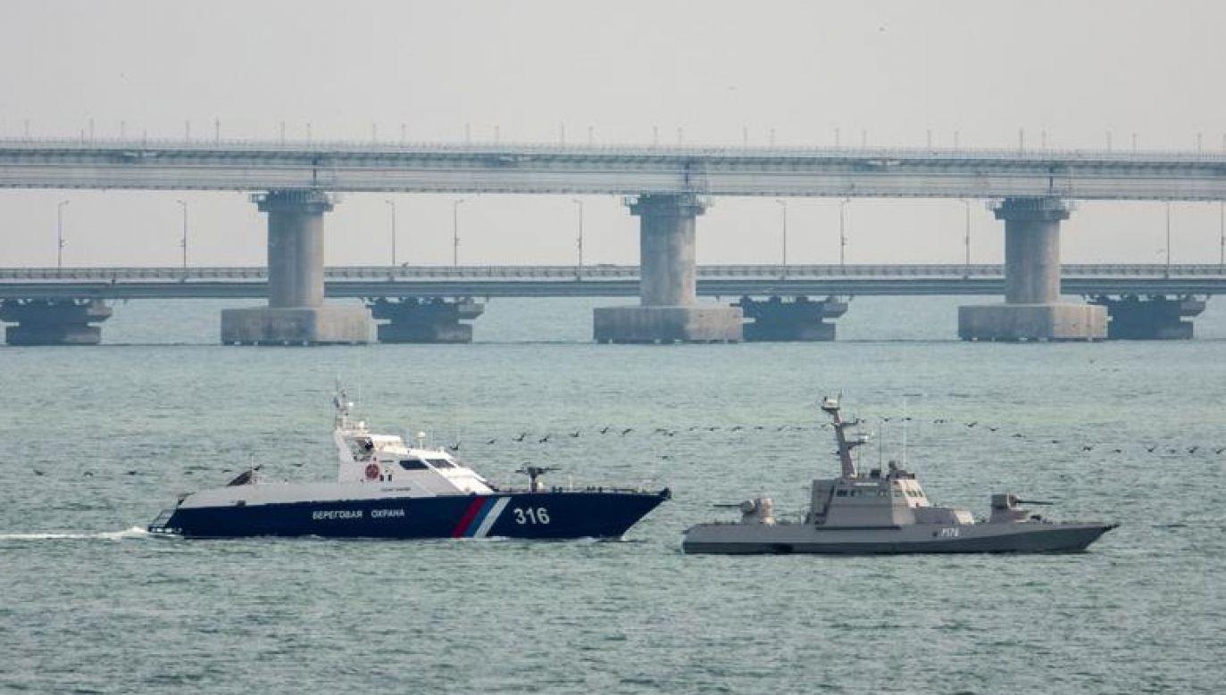Okręty opuściły już na holu port w Kerczu na wschodnim skraju Krymu (fot. REUTERS/Alla Dmitrieva)