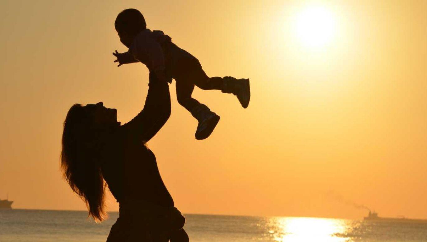 Dzień Matki jest obchodzony w ponad 140 krajach świata (fot. Pexels)