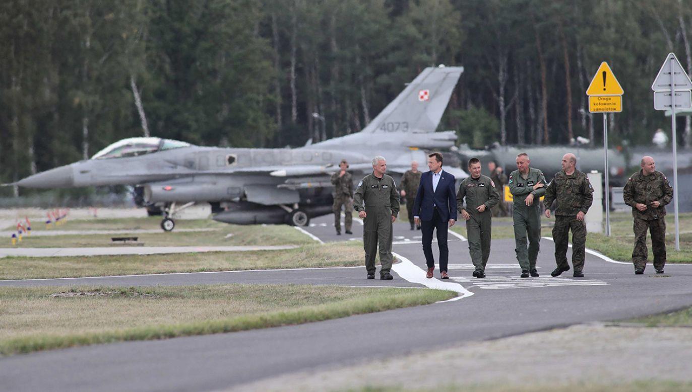 Minister obrony podkreślił, że jednym z jego priorytetów jest wyposażenie Wojska Polskiego w myśliwce F-35 (fot. PAP/Roman Zawistowski)