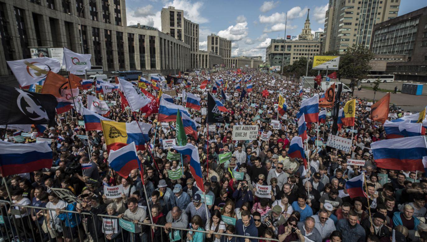 Ponad 20 tys. osób uczestniczyło w sobotę w Moskwie w proteście przeciw uniemożliwieniu większości opozycyjnych kandydatów startu w wyborach (fot. PAP/EPA/SERGEI ILNITSKY)