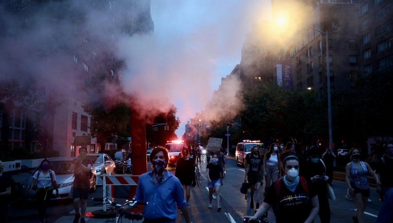 Godzinę policyjną wprowadzono z powodu zamieszek po śmierci George'a Floyda(fot. Tayfun Coskun/Anadolu Agency via Getty Images)
