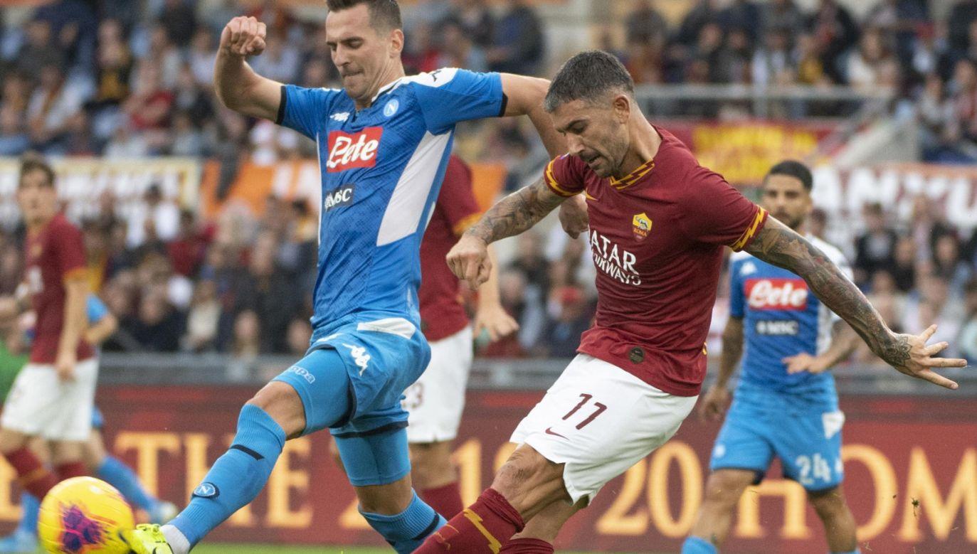 Arkadiusz Milik (L) zdobył piątą bramkę w ligowym sezonie dla Napoli (fot. PAP/EPA/CLAUDIO PERI)