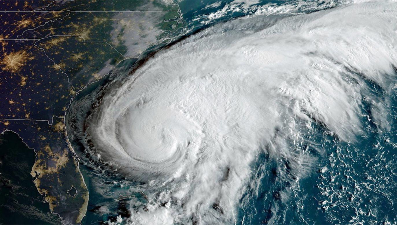 Centrum huraganu ma przejść nieco na północ od Bermudów (fot. PAP/EPA/NOAA HANDOUT)