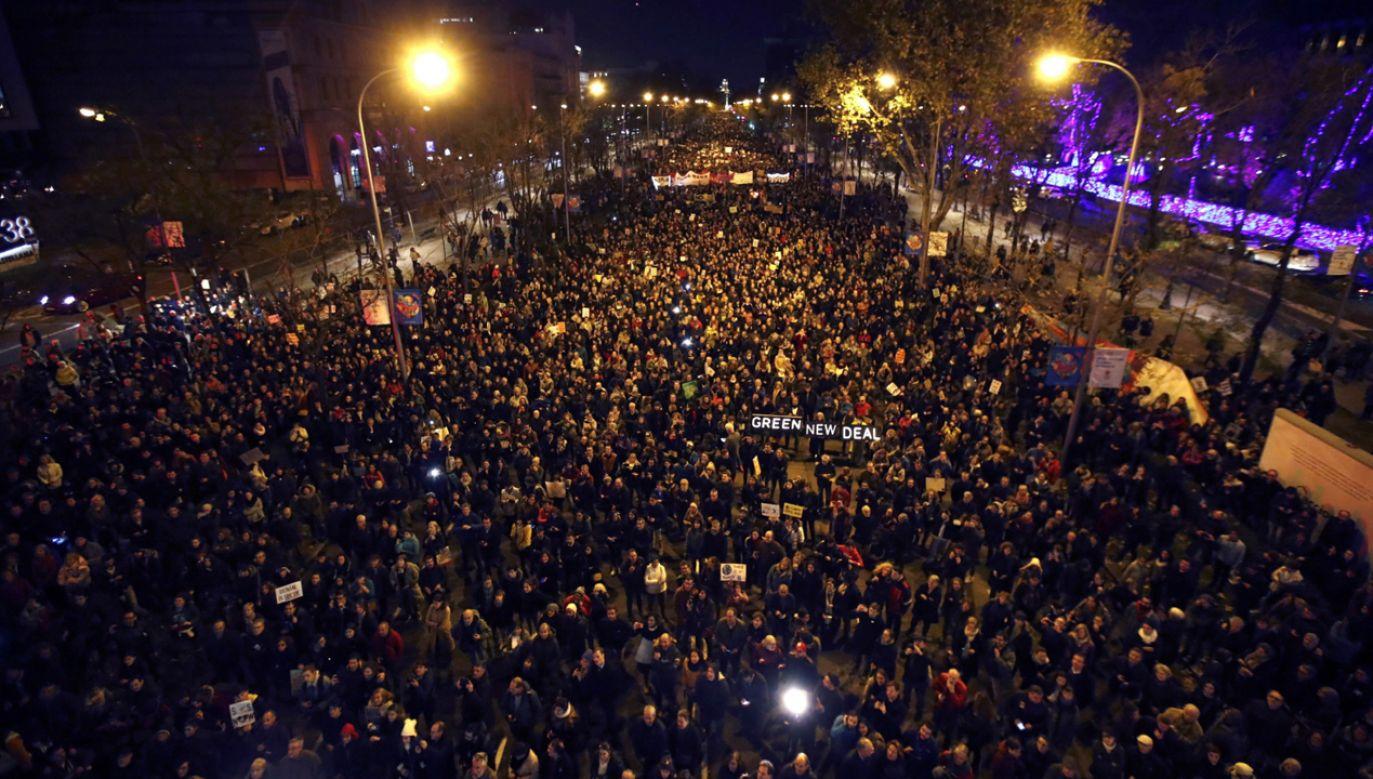 W wieczornej manifestacji w stolicy Hiszpanii wzięła udział m.in. szwedzka aktywistka Greta Thunberg (fot. PAP/EPA/Javier López)