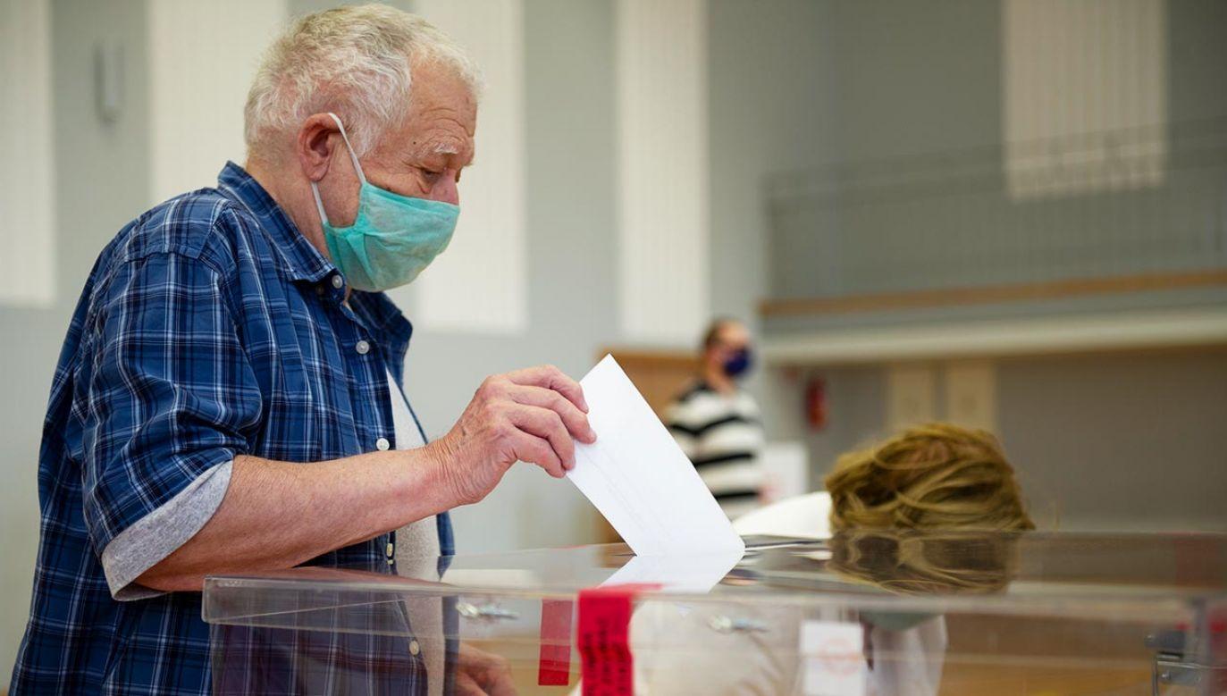 Podczas głosowania w II turze nie zajdą zmiany w reżimie sanitarnym (fot.  Aleksander Kalka/NurPhoto via Getty Images)
