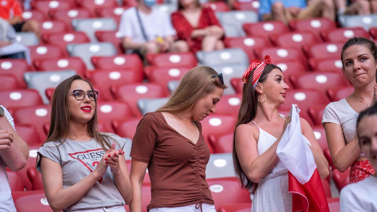 Mecz z Hiszpanami ogląda na PGE Narodowym kilkanaście tysięcy kibiców (fot. Radosław Poszwiński)