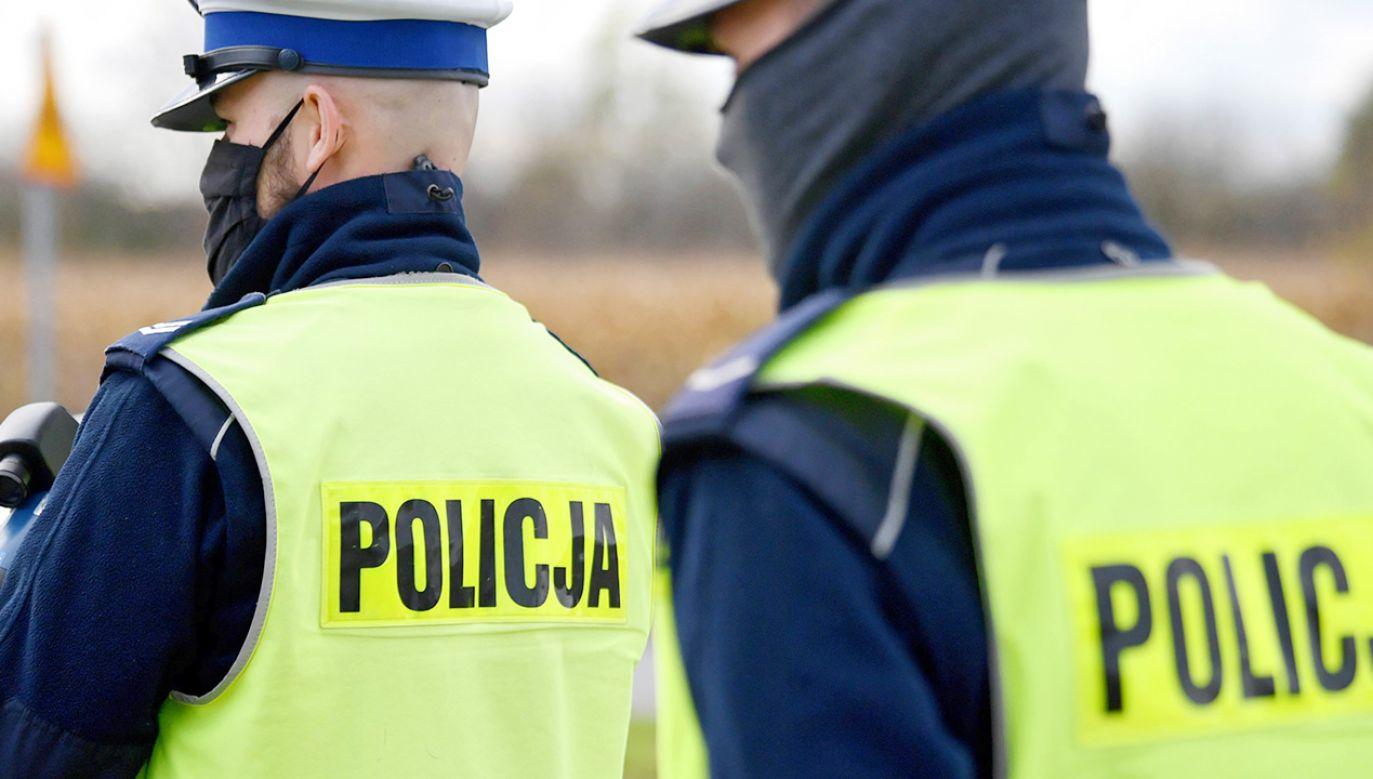 Policjanci coraz częściej chorują na koronawirusa (fot. PAP/Darek Delmanowicz)