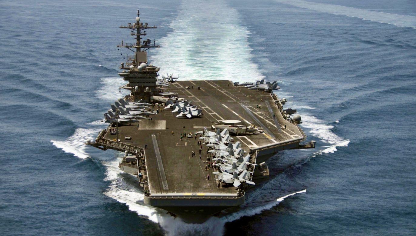 Lotniskowiec USS Roosevelt (fot. PAP/EPA/MC3 ANTHONY N. HILKOWSKI)