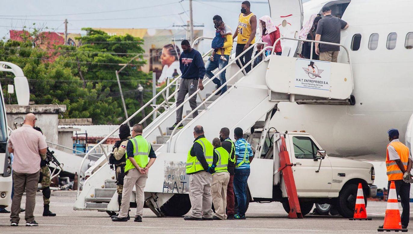 Deportowani Haitańczycy (fot. PAP/EPA/Richard Pierrin)
