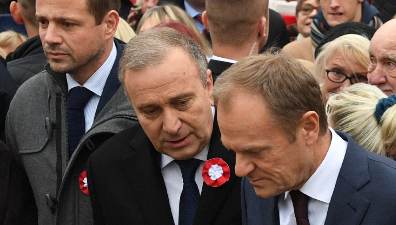 """""""Donald Tusk zatrzymał się mentalnie w 2014 r."""" miał powiedzieć Grzegorz Schetyna (fot. PAP/Radek Pietruszka)"""