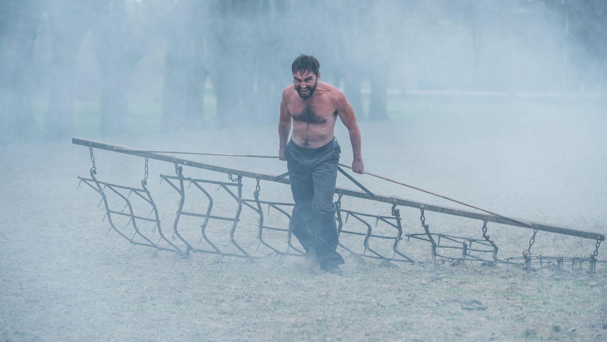Georg podejmuje próbę utrzymania ojcowizny (fot. Jan Bogacz/TVP)