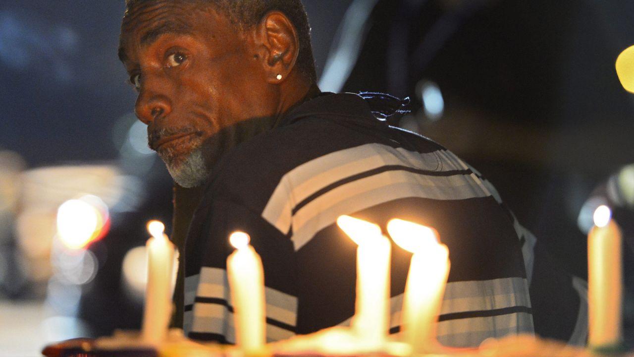 Ludzie w Ferguson długo protestowali (fot. PAP/EPA/LARRY W. SMITH)