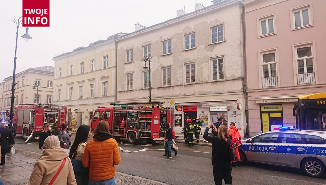 Zapaliła się frytura w kuchni w  punkcie gastronomicznym w Warszawie (fot. Twoje Info)