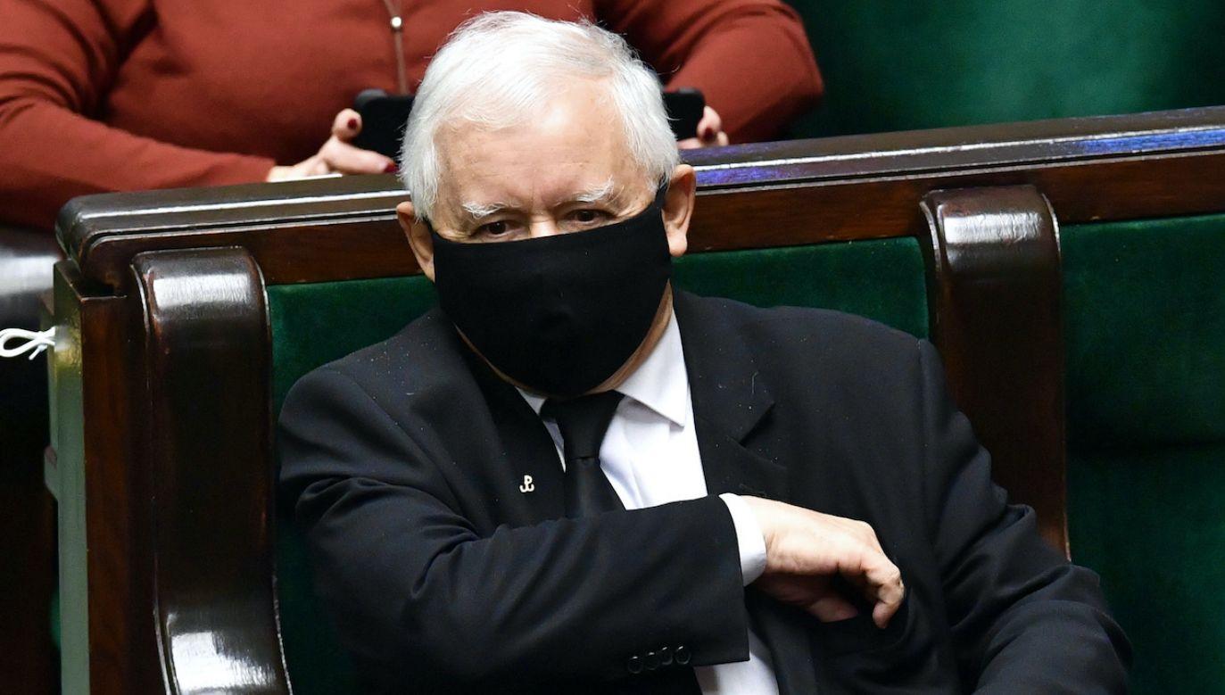 Prawo i Sprawiedliwość liderem sondażu (fot. arch.PAP/Radek Pietruszka)
