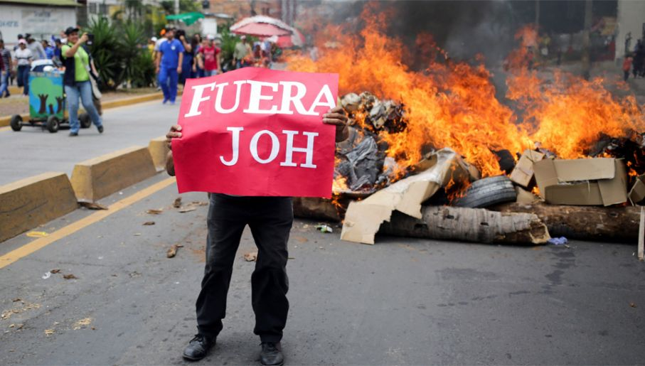 Mieszkańcy Hondurasu domagają się odejścia prezydenta (fot. PAP/EPA/Gustavo Amador)