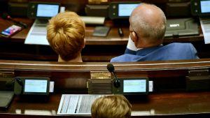 Nie głosowało pięciu posłów Konfederacji (fot. PAP/Marcin Obara)