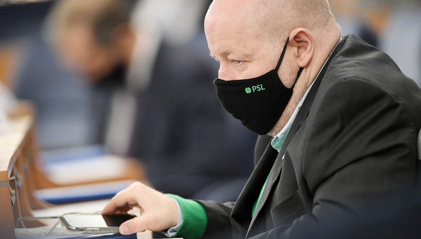 – Nie będzie tak, że co koledzy z KO zgłoszą, to będziemy to popierać – mówi senator (fot. PAP/Marcin Obara)