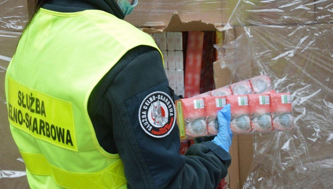Naliczono w sumie 500 tys. paczek papierosów z białoruskimi znakami akcyzy (fot. KAS)