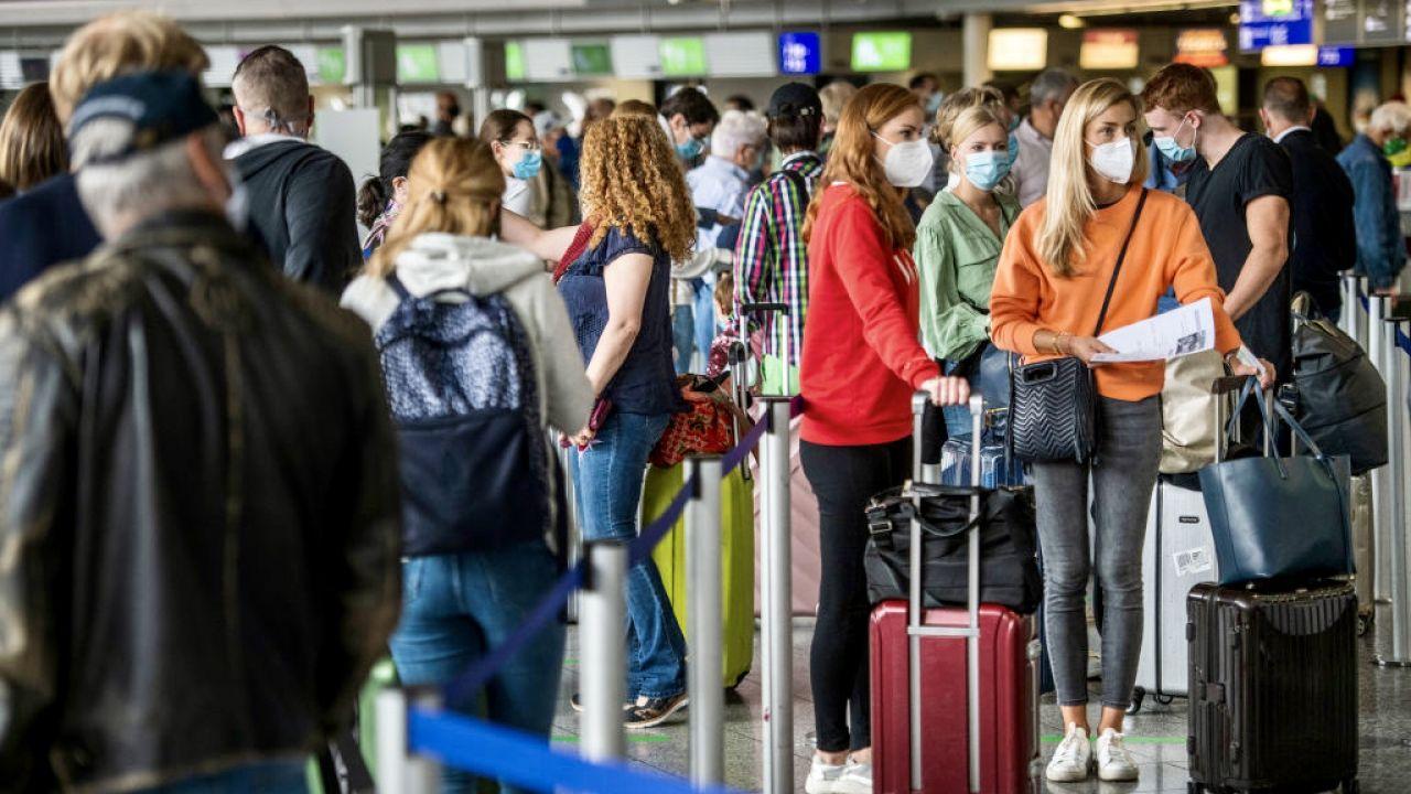 Olaf Scholz chce droższych biletów lotniczych (fot. Thomas Lohnes/Getty Images)