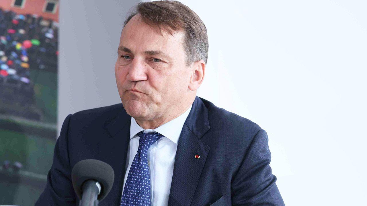 Radosław Sikorski dziękuje policji (fot. arch.PAP/Leszek Szymański)