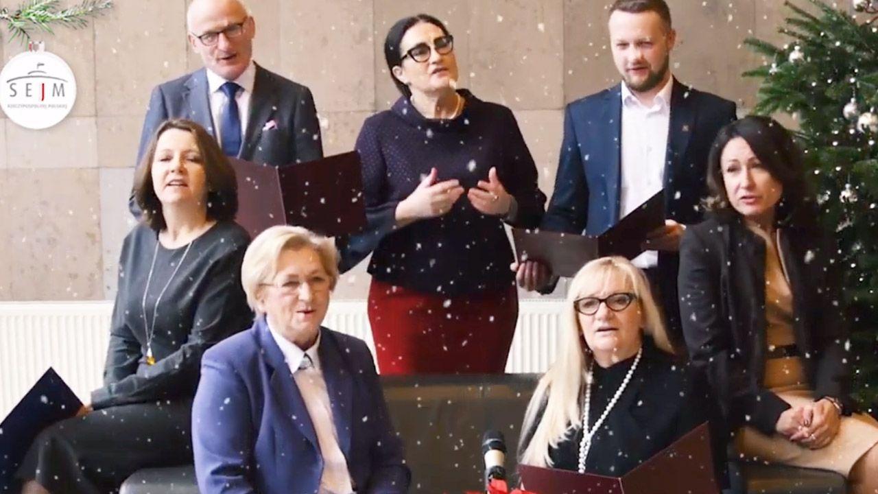 Siódemka posłów zaśpiewała wspólnie kolędę (fot. yt/Sejm RP)