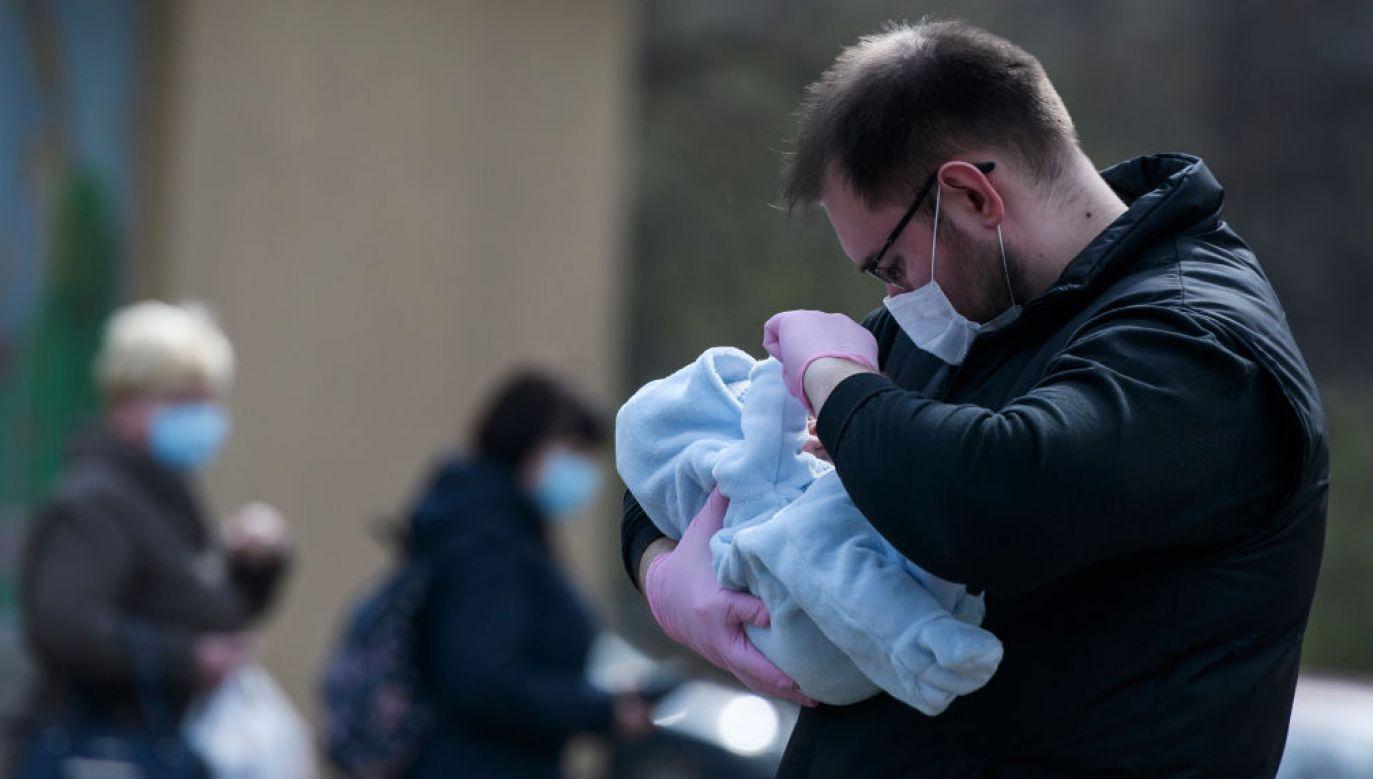 Z powodu zakażenia koronawirusem w amerykańskim stanie Illinois zmarło niemowlę (fot. Maxym Marusenko/NurPhoto via Getty Images)