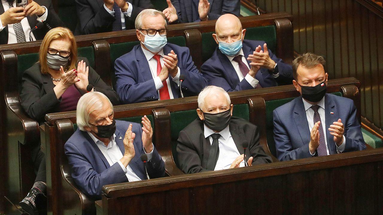 PiS liderem nowego sondażu (fot. PAP/Albert Zawada)