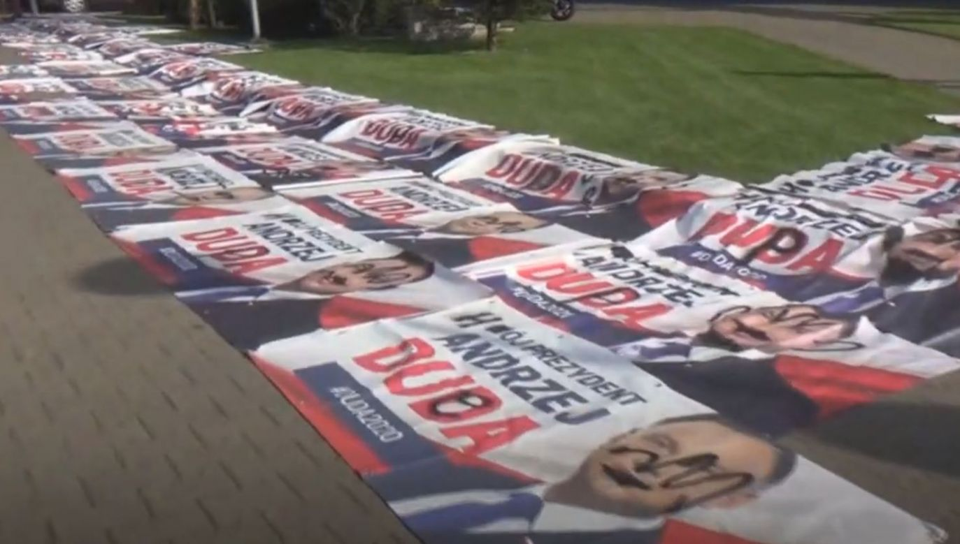 Protestujący mają dość niszczeni banerów Dudy (fot. yt/ LOMIANKI INFO)